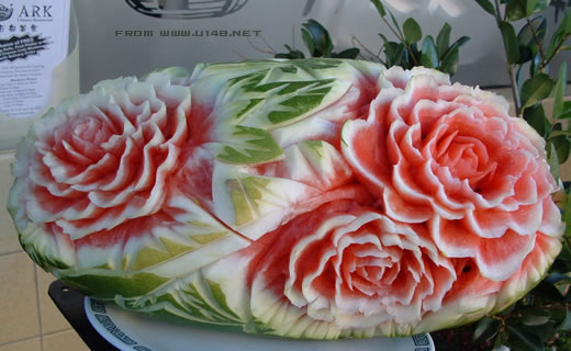 西瓜很忙雕刻_Xiguahenmang_watermelon_scuplture_carvings_china_arbuz_rzezby_chiny_24_chinanews_com