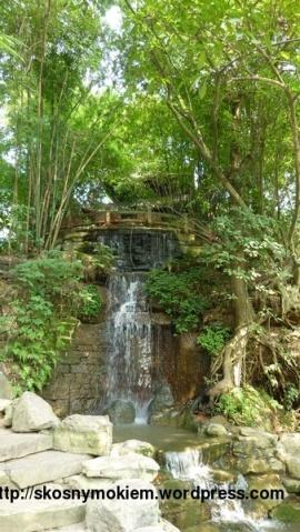 08_乐山大佛景点环境_giant_Leshan_Buddha_inside_scenic_spot_02