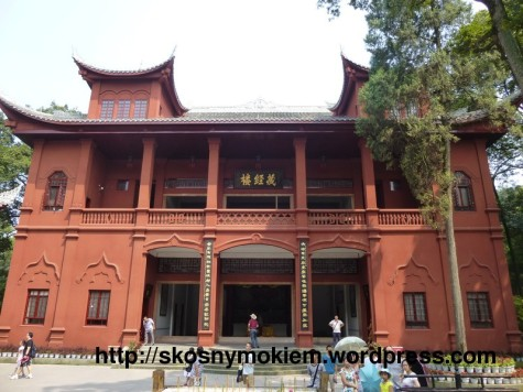 10_乐山大佛景点古老建筑重建_giant_Leshan_Buddha_ancient_buildings_rebuilt_01
